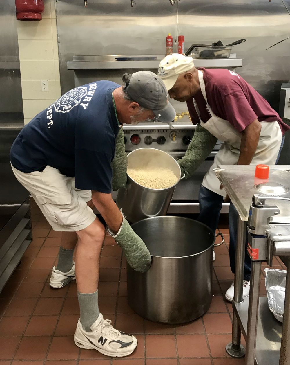 2018 volunteer photos bethel united church of christ for Loaves and fishes volunteer